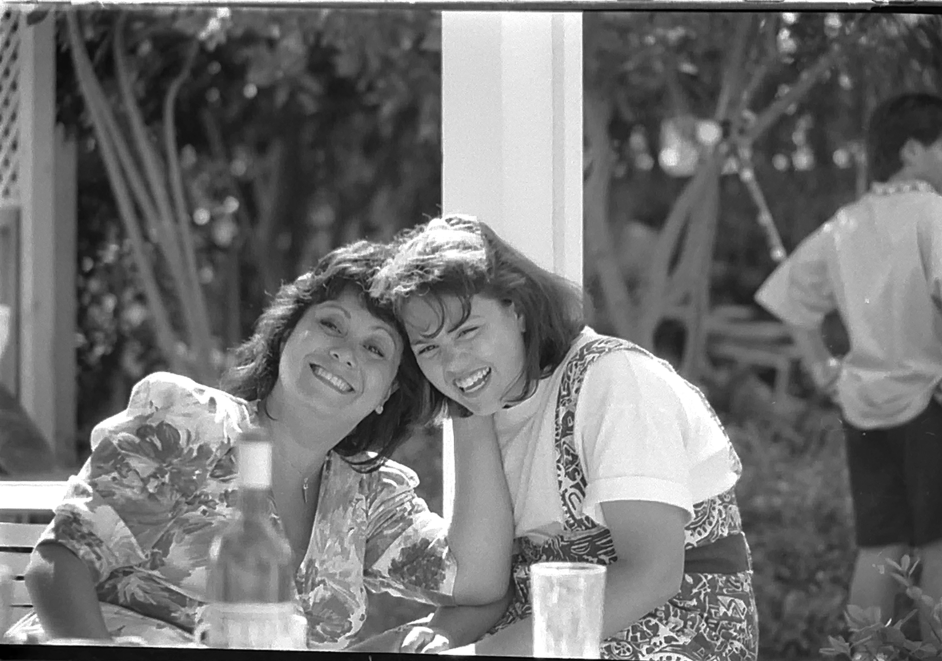 1990-06 COMM217 BW Photography - Casual-MV Easter with Kathie and Lisa