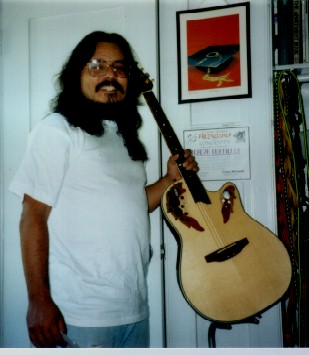 1997-12-24 Guitar man with new Ovation guitar